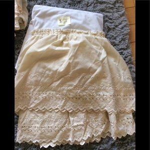 🌼3/25 Twin/single bed skirt cream eyelet EUC